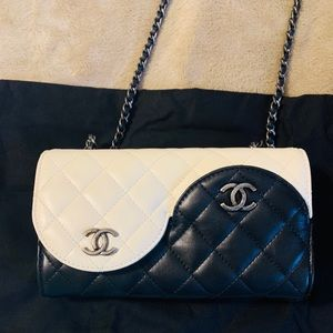 Chanel handbag black and white